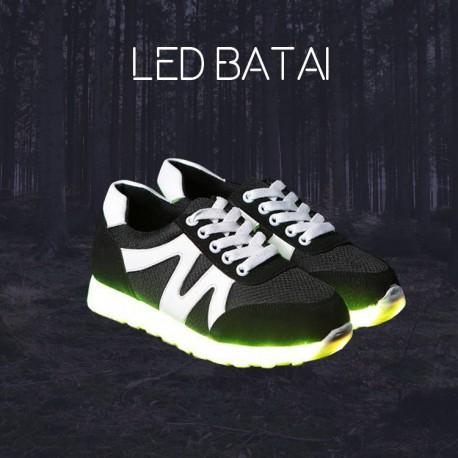 Juodi LED batai su balta juostele