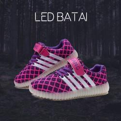 Rožiniai LED batai su baltomis juostelėmis