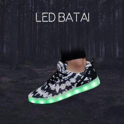 Baltai juodi LED batai