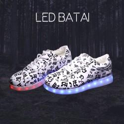 Balti LED batai su juodomis natomis