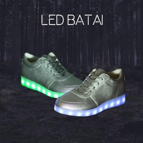 Sidabro spalvos LED batai