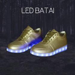 Auksinės spalvos LED batai