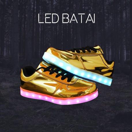 Blizgantys aukso spalvos LED batai