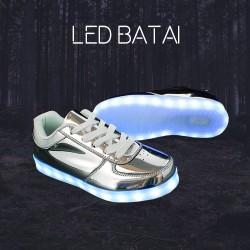 Blizgantys sidabrinės spalvos LED batai
