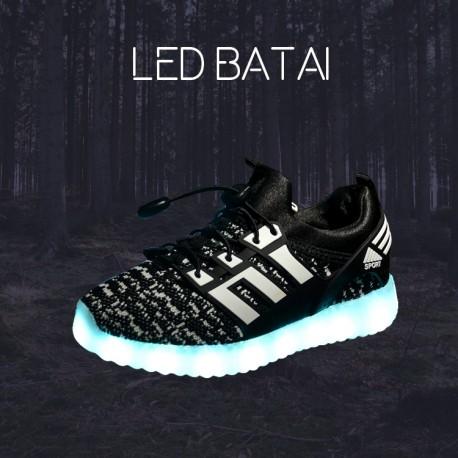 Juodi LED batai su juostelėmis