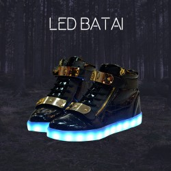 Juodi LED batai su metaline sagtimi