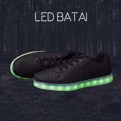 Juodi LED batai su skylutėmis