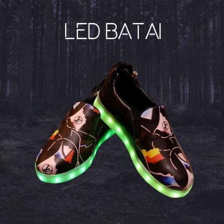 Juodi margi LED batai